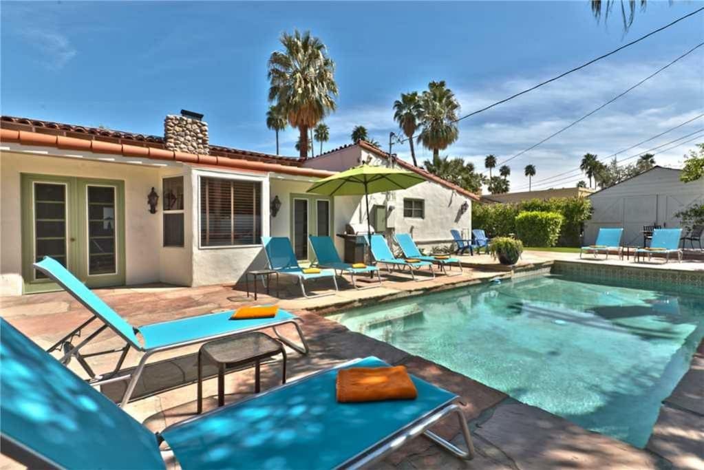 OVER POOL AND CHAISES TO HOUSE - CASA WARM SANDS - PALM SPRINGS VACATION RENTAL POOL HOME