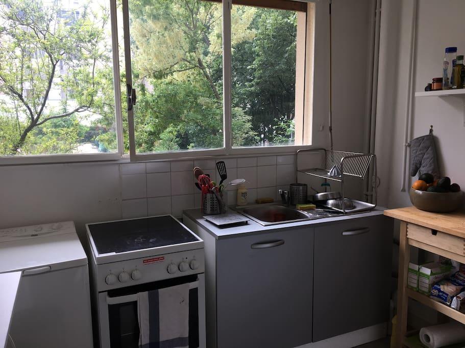 Fully equipped kitchen : washing machine, oven, microwave, fridge, fresh squeeze juice machine, kettle, nespresso machine