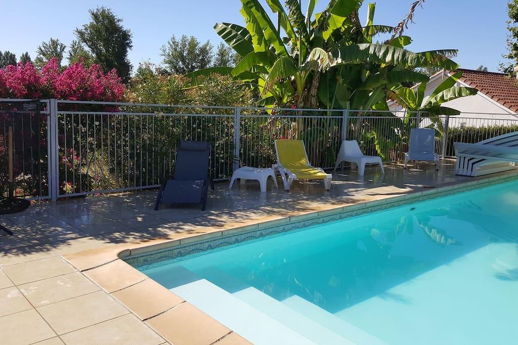 La piscine idéale Pour les enfants. Entrée en douceur avec les marches.
