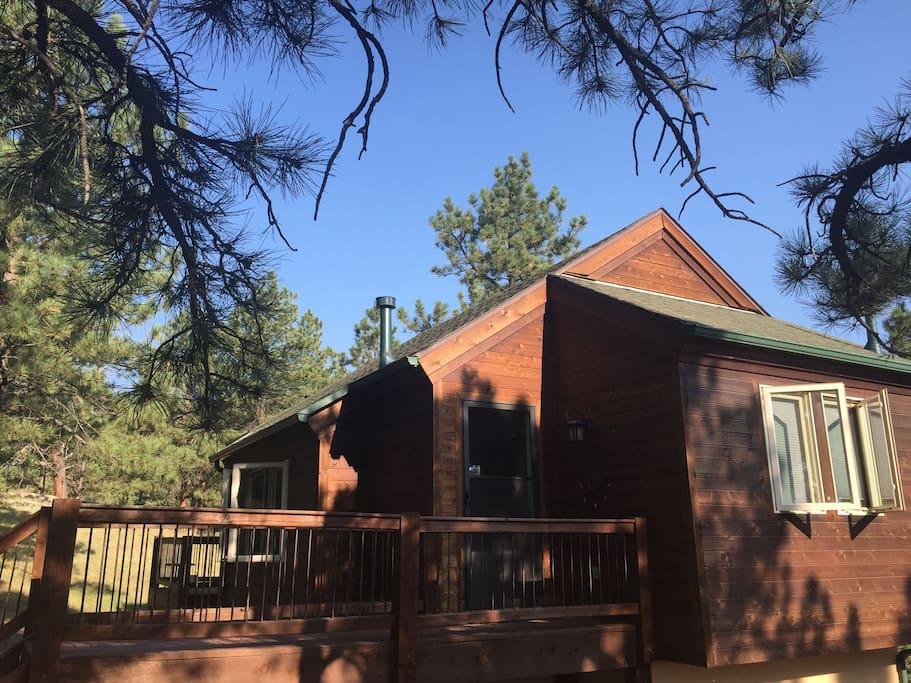 spacious and open standalone 600+ square foot carriage house with private entrance, deck for wildlife watching and grilling