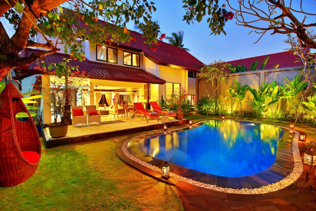 garden and swimmingpool