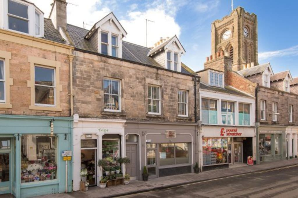 Located above the best Italian restaurant (& chef) in Scotland (see http://www.osteria-no1.co.uk) and right on the North Berwick's High Street with shops and cafes