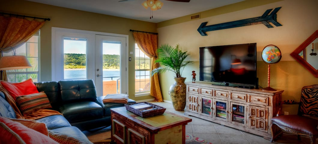 Casita del Lago-- Lake Travis at The Island