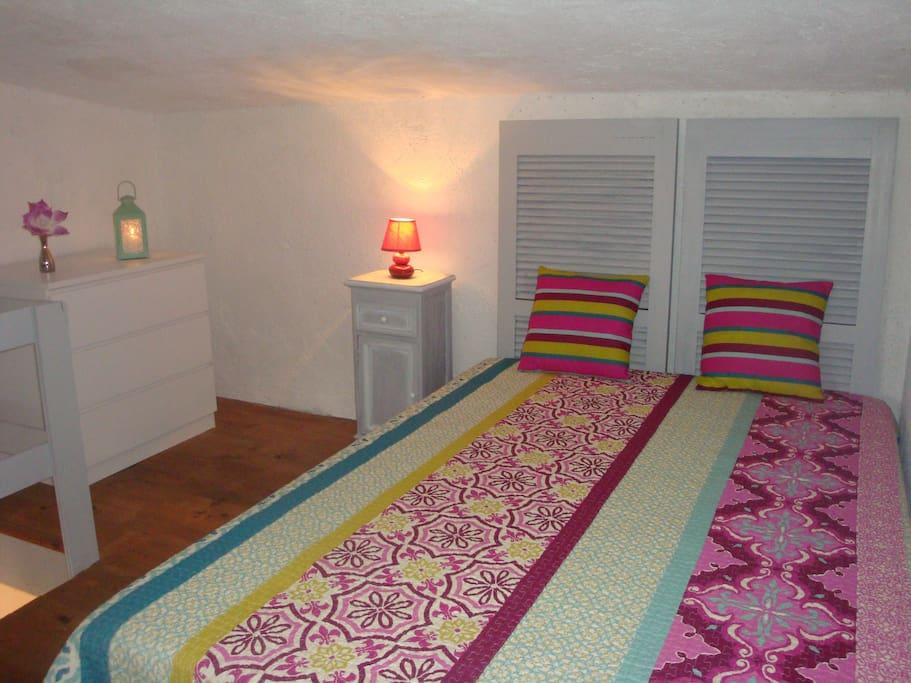 chambre avec lit double en 140