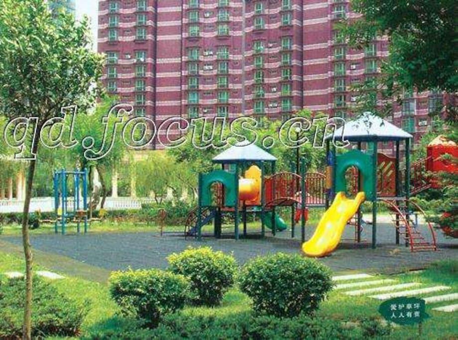 小区中心广场有免费儿童游乐场图片