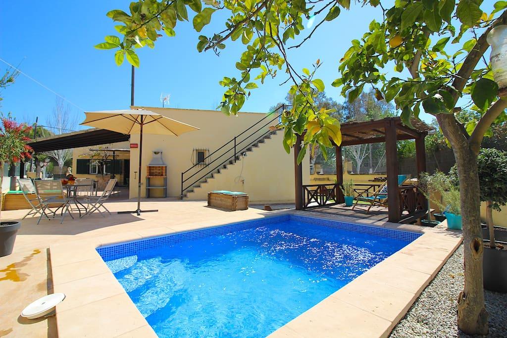 Lovely Villa with pool, sleeps 7