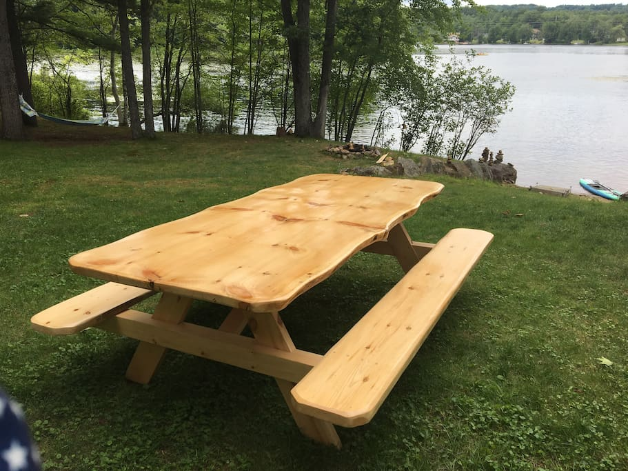 New locale crafter outdoor table. Seats 10+!!
