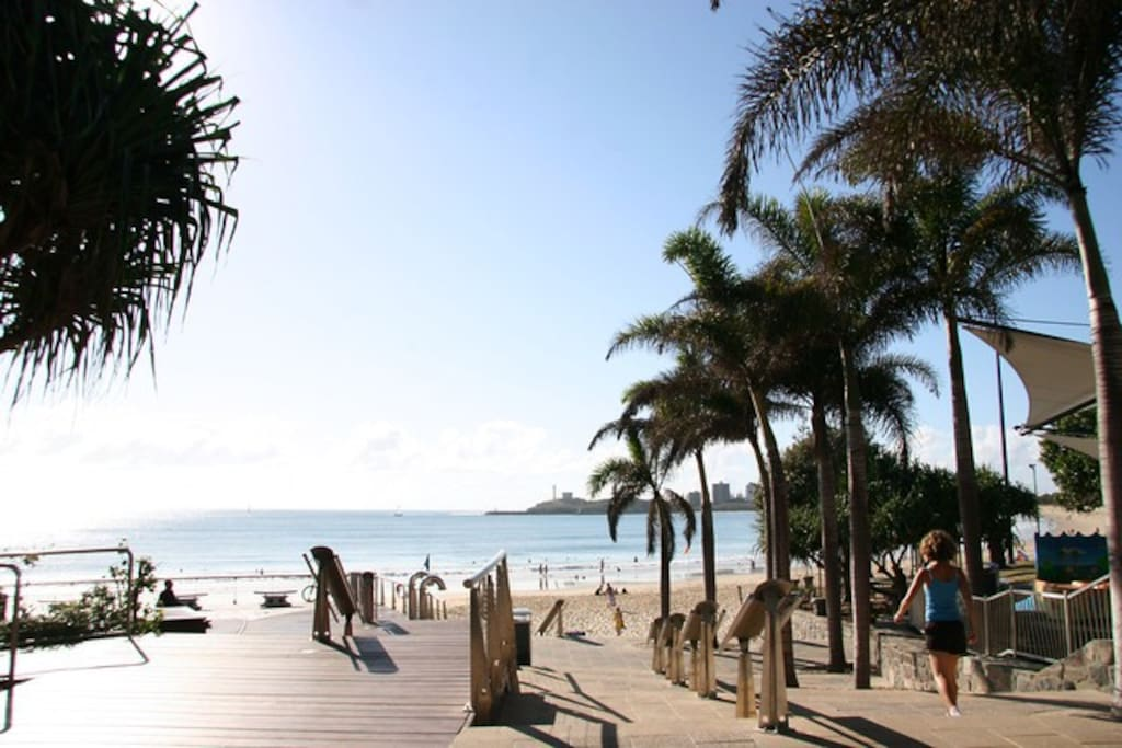 Nearby Mooloolabah Beach is 5 minutes in the car, and walking distance from Headland Park