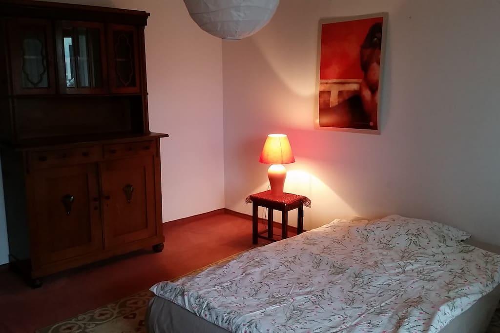 Einzelzimmer-Teil der Ausstattung