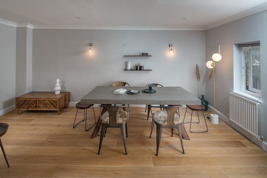 Comfortable large dinning table