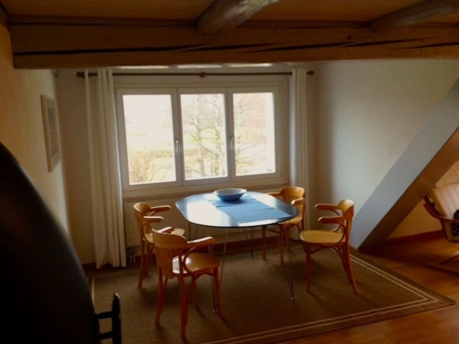 Wohnzimmer mit Esstisch / Living Room
