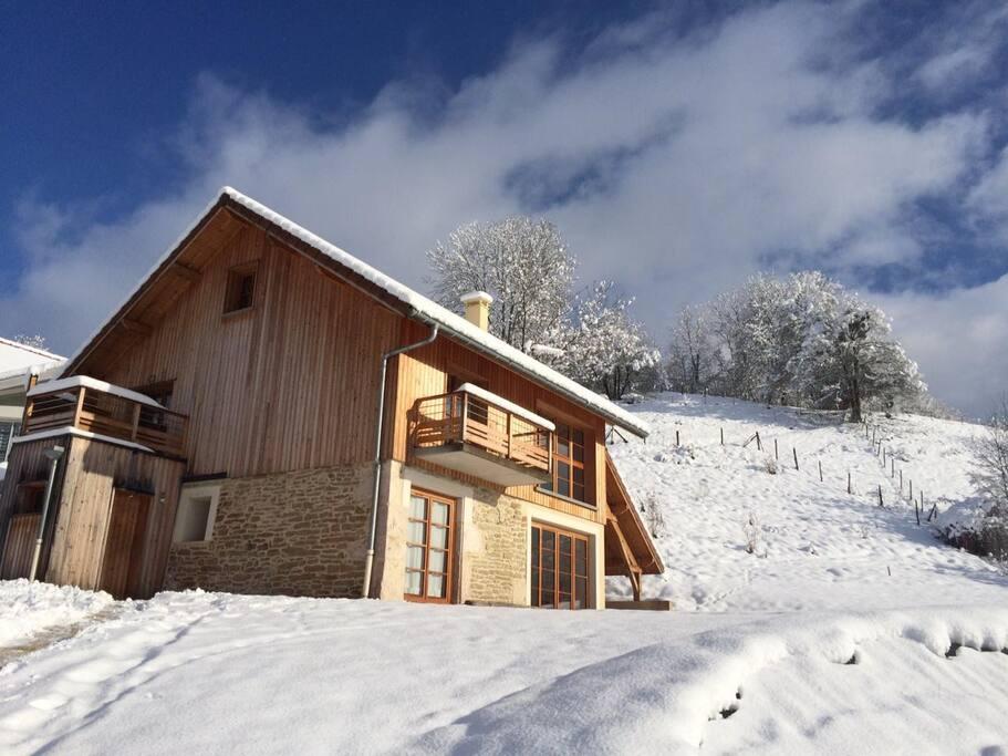 Vue de la maison en hiver