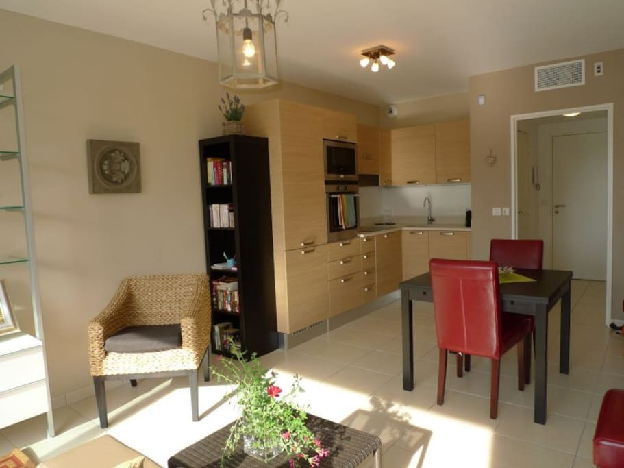 View to dining area and kitchen