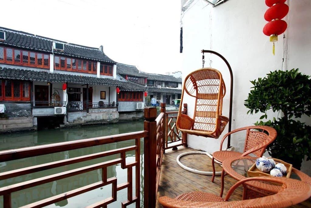 临河带独立阳台房