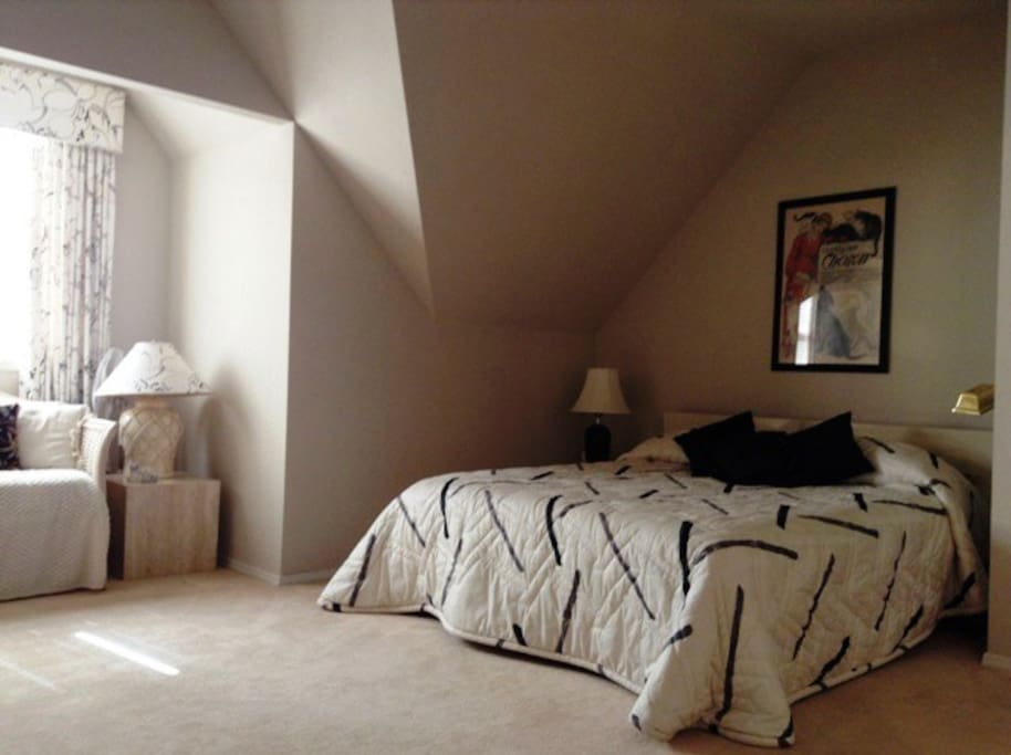 Large master with work table, private bathroom, King Bed