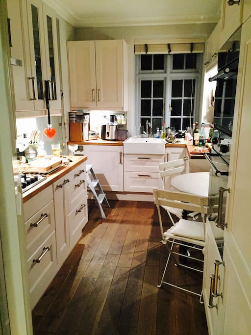 Fully kitted kitchen with dining table