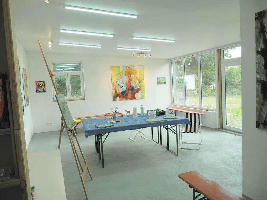 Atelier innen, Fußbodenheizung, Lehmputz und viel Licht