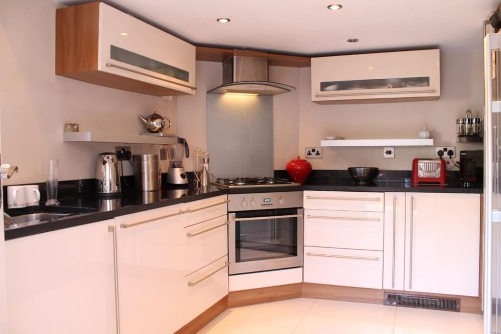 Modern fitted kitchen with washer/dryer, dishwasher, american style fridge/freezer