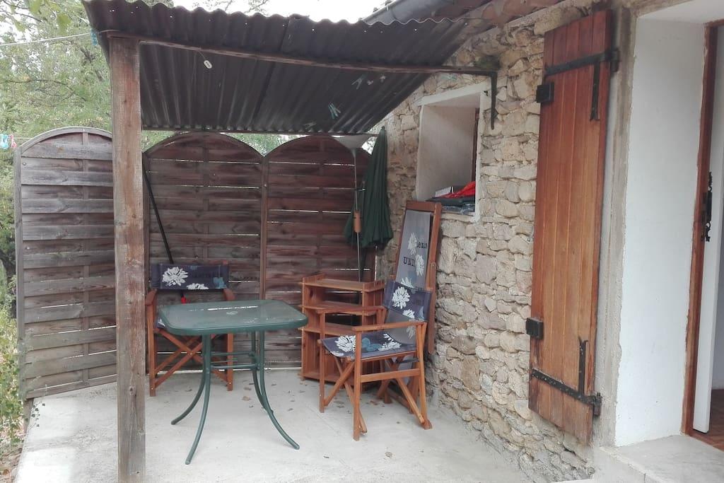 Partie couverte de la terrasse