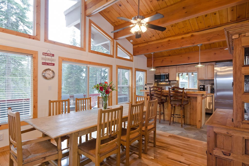 Dining room and well stocked kitchen - perfect for entertaining!