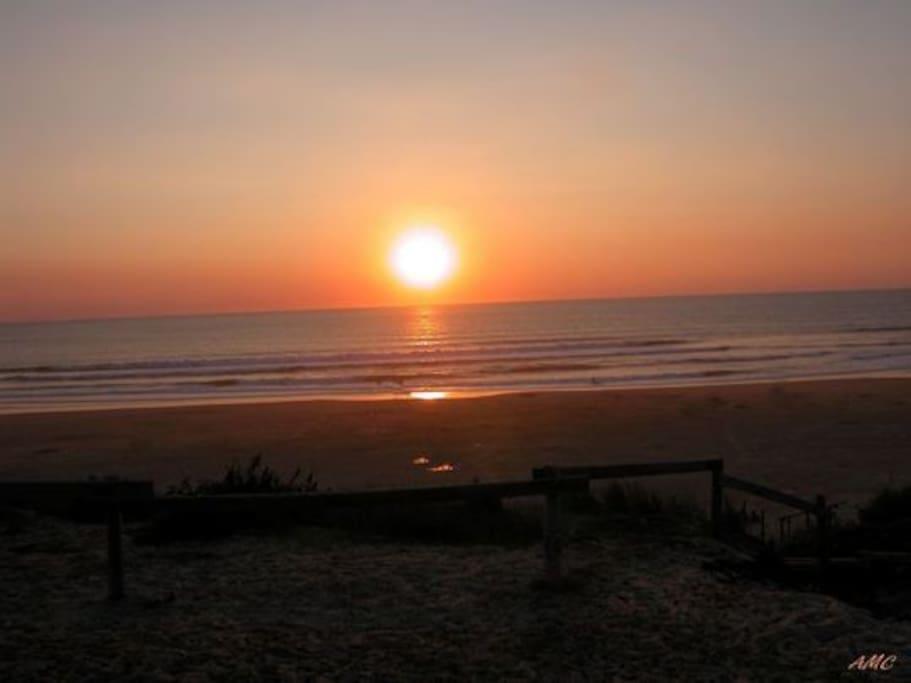 Coucher de soleil à Contis plage ...
