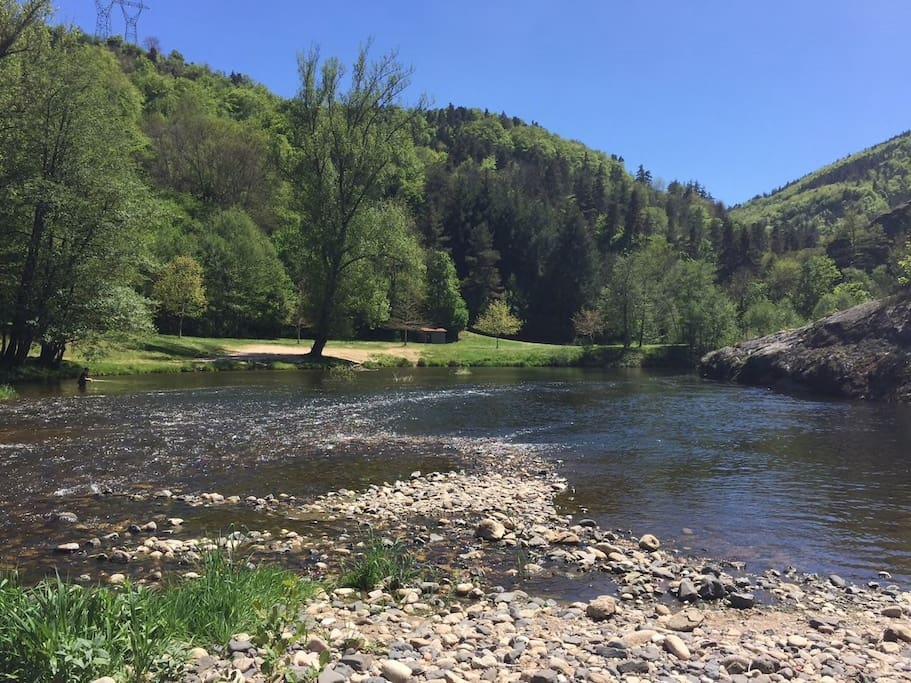 Plan d eau surveillé juillet et août à 300 m de la maison