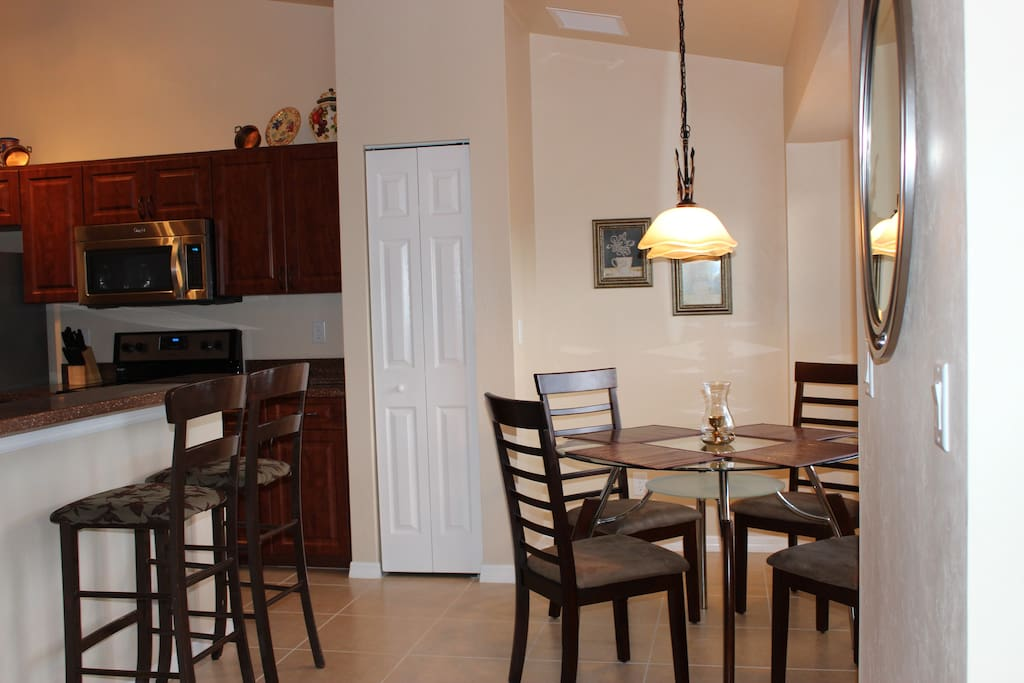 Spacious Kitchen and Breakfast nook