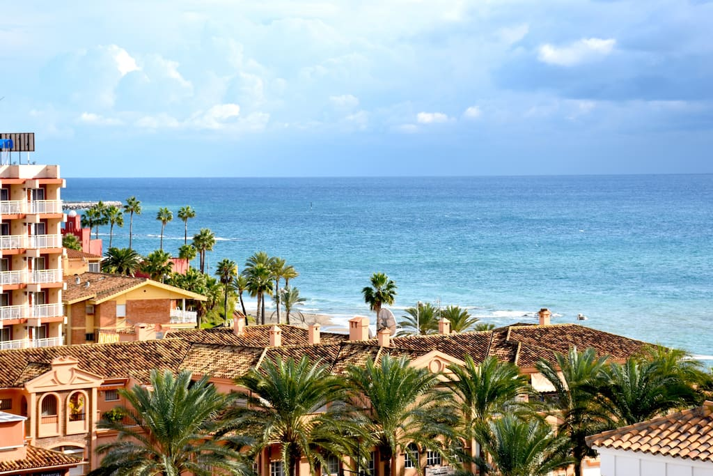 The view from the terrace to the sea and mountains. Las vistas desde la terraza al mar y a la montaña