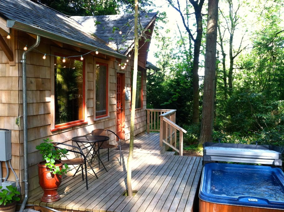 Private cabin with hot tub for your enjoyment!
