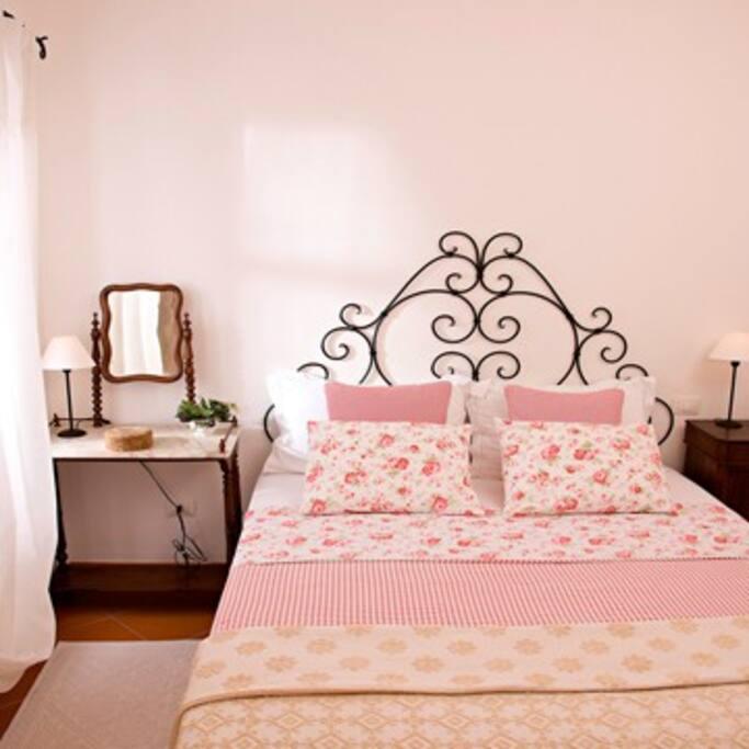 La Vignaredda - Residenza di Charme - Aggius - camera appartamento Palme e Pavoni