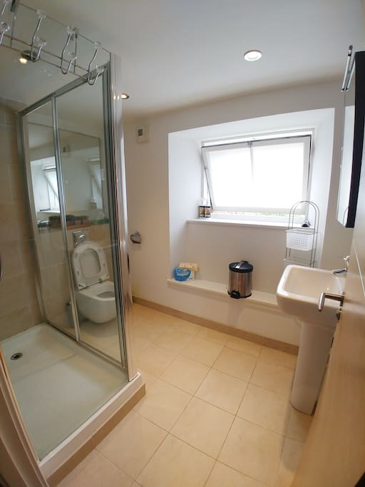 Bathroom inside the Bedroom1
