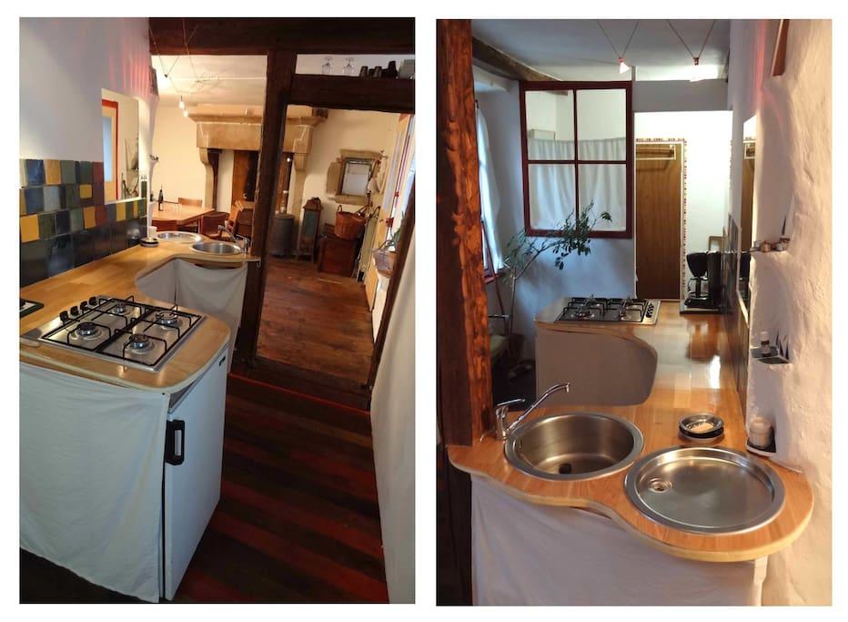 La cuisine est équipée d'un réfrigérateur, d'une table de cuisson 4 gaz, d'un évier et contient la vaisselle et les ustensiles nécessaires.