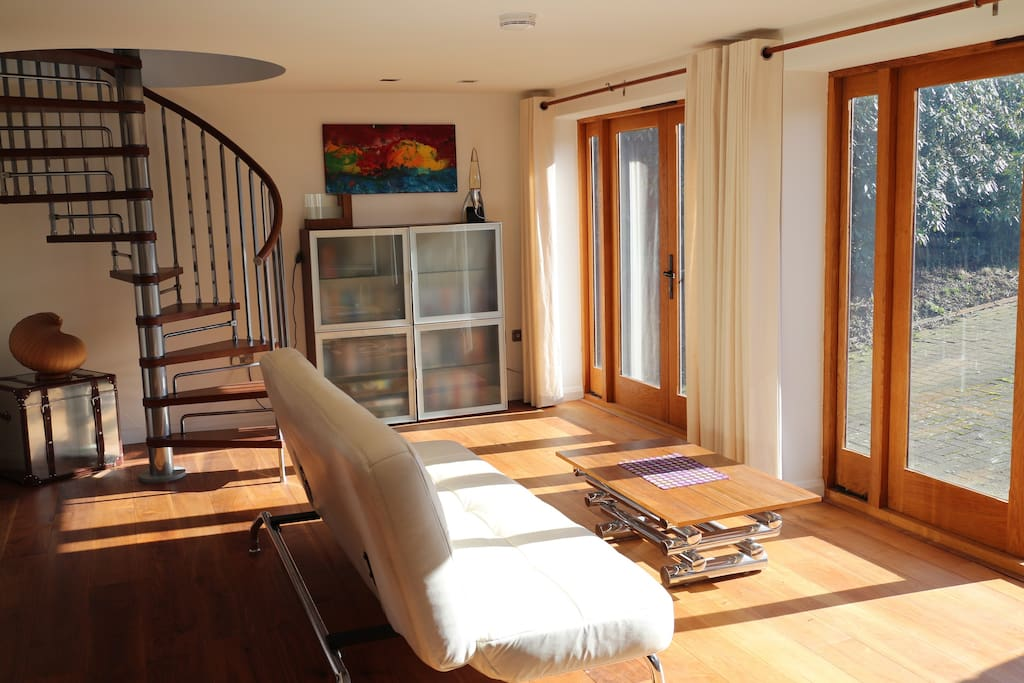 Light & airy living space