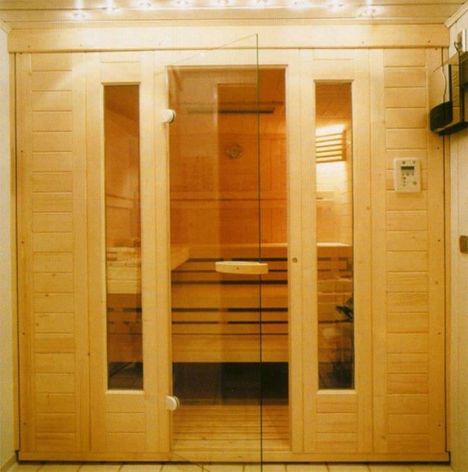 Sauna pour 3 personnes dans la salle de bain