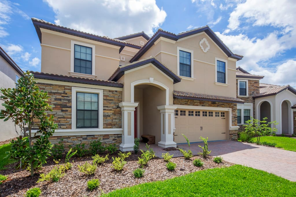 This fabulous 8 bedroom vacation home is your chance to escape to the Florida sunshine. Situated in the beautiful ChampionsGate resort your family will have plenty to explore and enjoy together.