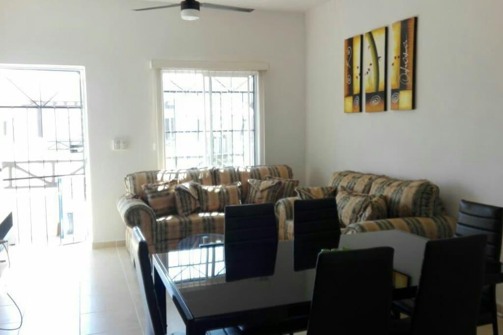 Sala nueva muy amplia y confortable