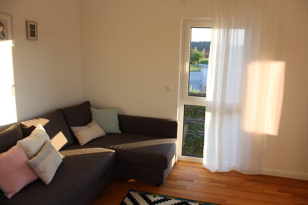 Couch und Fenster (1/2)