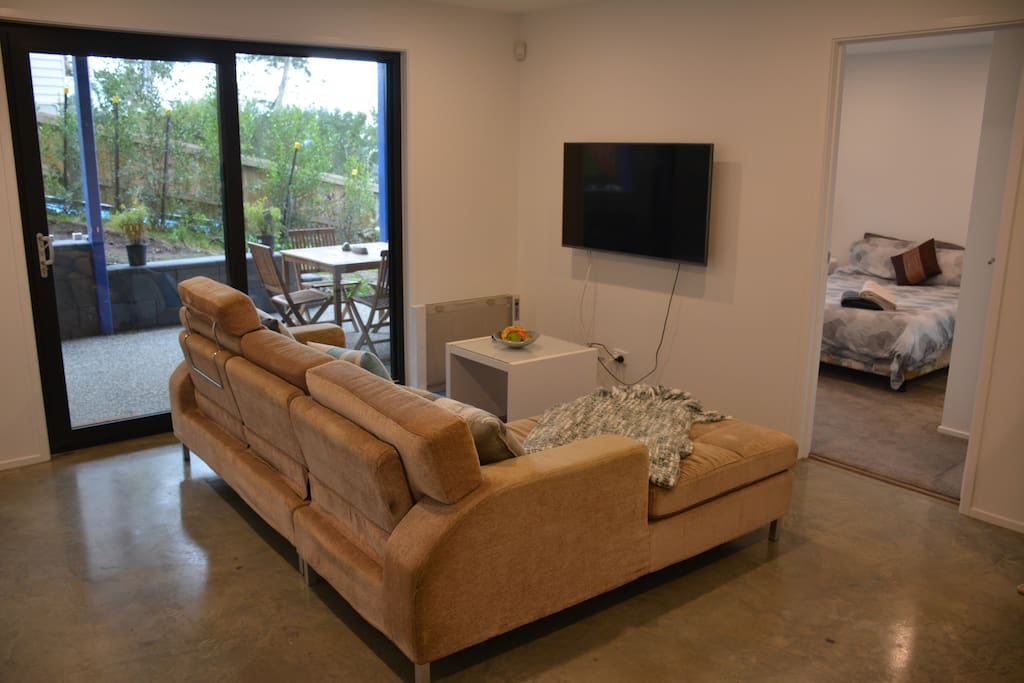 Living area with free Netflix and Wifi
