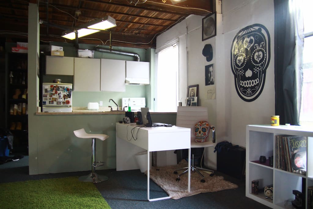Workspace and WiFi available.