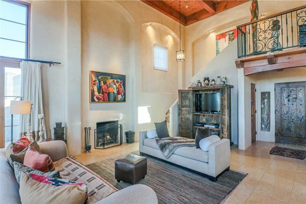 Nothing but the best - A luxurious 2-story home that can sleep up to 4 people (and even a dog), Rising Sun  at the Plaza is furnished in spectacular style. You'll feel blissfully pampered during  your stay.