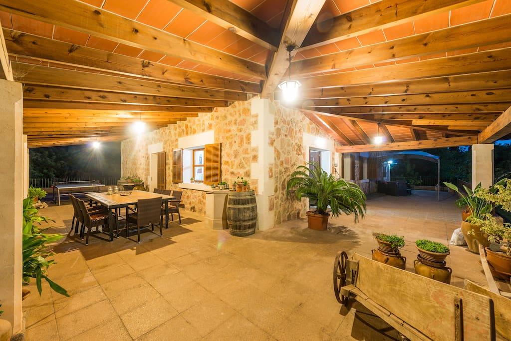 Terraza cubierta lado cocina y entrada casa