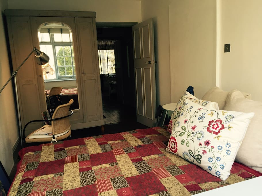 Private Room with French Wardrobe and double bed