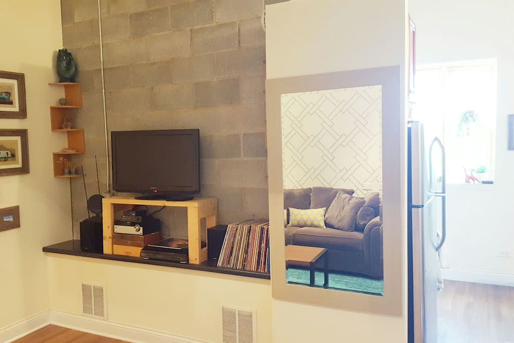 TV, stereo, large mirror in living room.