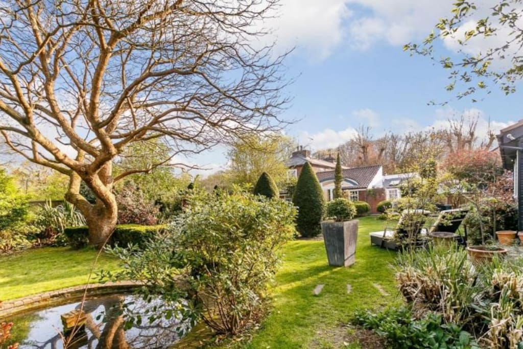 Private access to the annexe is through the beautiful gardens. Guests are welcome to relax & make use of the loungers, shared with the main house