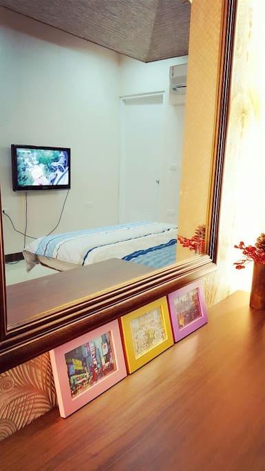 202房 附有電視 冷氣 第四台 Wi-Fi  超大梳妝鏡