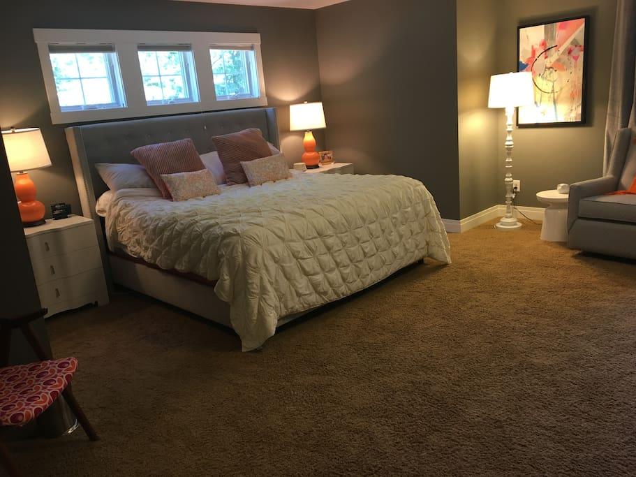 Bedroom 1 / king