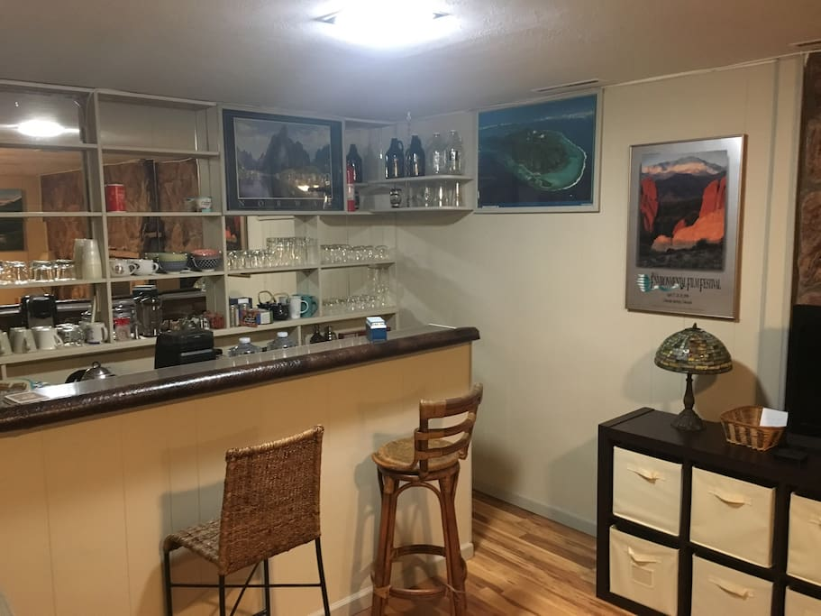 """Bar and kitchenette with Keurig coffee and French press, David's Tea, electric tea kettle, microwave, toaster and dart board, 32"""" tv, HBO, Showtime, Sports networks, Netflix and Apple TV, real plates, silverware and glass sets."""