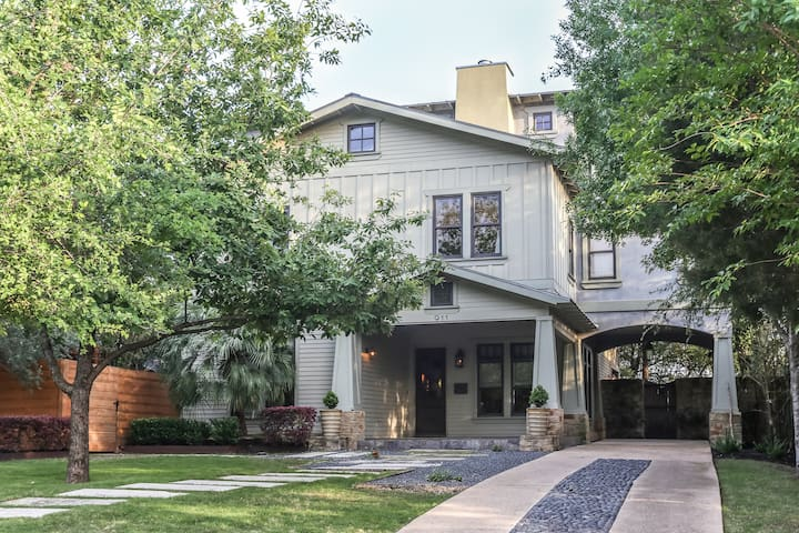 Luxury 6BR/3 bath Award winning-walk Downtown/UT