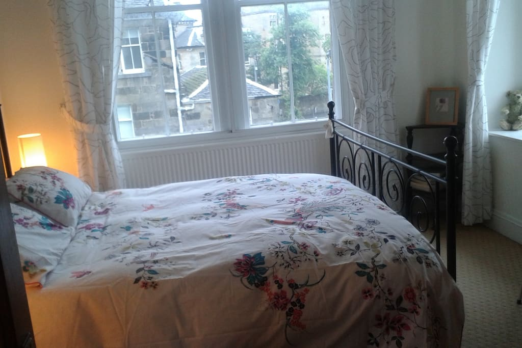 double bedroom in West End of Glasgow