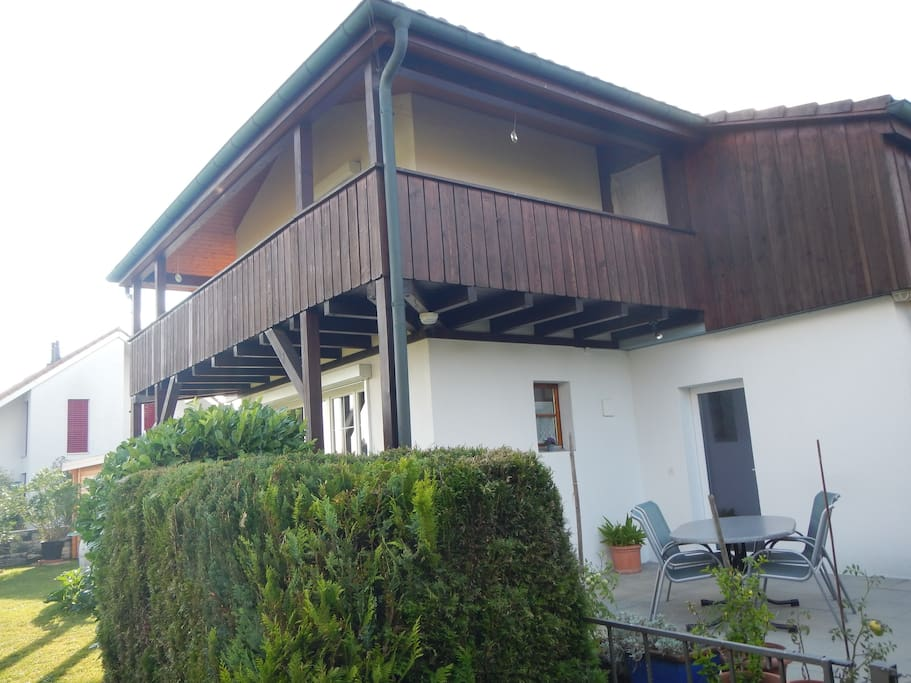 Hausteil mit Sitzplatz und Balkon